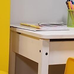 stolik ekrany zgrą